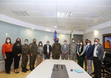 Ministro de Defensa visita el Centro de Control de Energía de la Empresa ETED