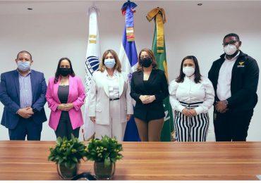 Dominican Watchman firma convenio con el programa Supérate para generar nuevos empleos