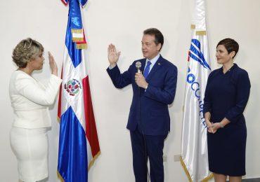 Juramentan en Procompetencia a María Elena Vásquez