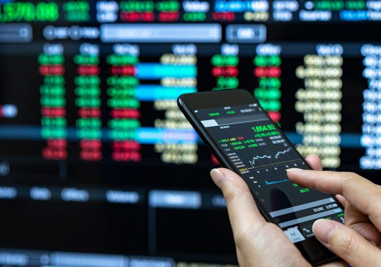 Wall Street termina en fuerte baja por masivo corte tecnológico