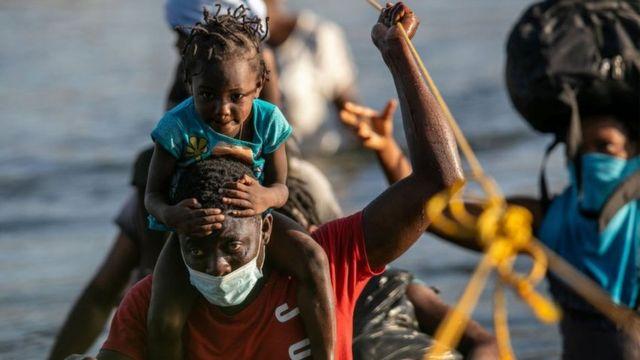Haitianos abortan viaje a EE.UU y retornan a Chile