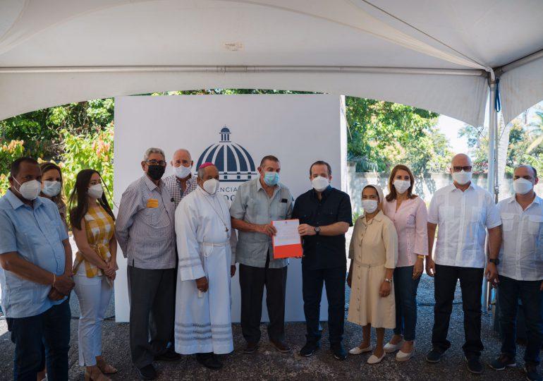 Ministro José Paliza entrega fondos para la ampliación del Hogar de Ancianos San Antonio María Claret