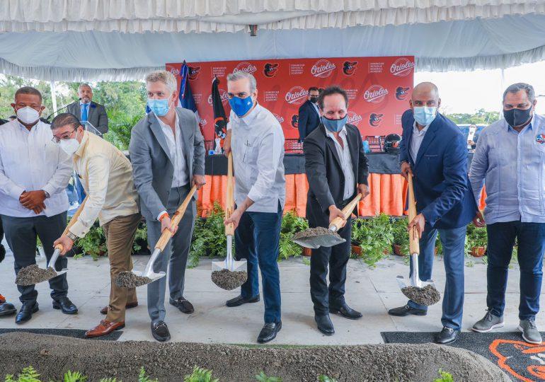 Abinader encabeza primer palazo para construcción de complejo deportivo de los Orioles de Baltimore