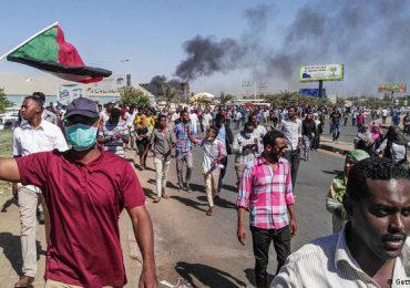 Protestas en Sudán tras el golpe de Estado que suspende la transición