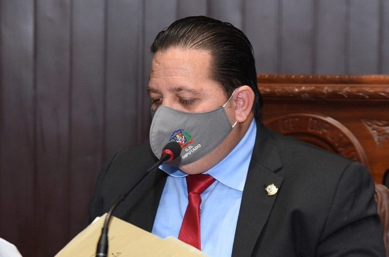 Declaran inadmisible solicitud del diputado Gregorio Domínguez para archivar querella en su contra