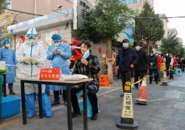 Varios rebrotes de covid-19 provocan confinamientos en China