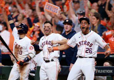 Altuve y Correa impulsan primer triunfo de Astros ante Boston en Grandes Ligas