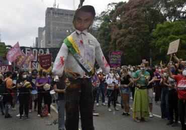 """Decenas de miles de brasileños protestan para pedir """"Fuera Bolsonaro"""""""