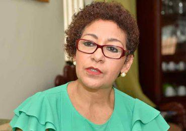 María Cabrera, ex presidenta ADP,  dice profesores PRM y Fuerza del Pueblo dieron ex presidenta ADP,