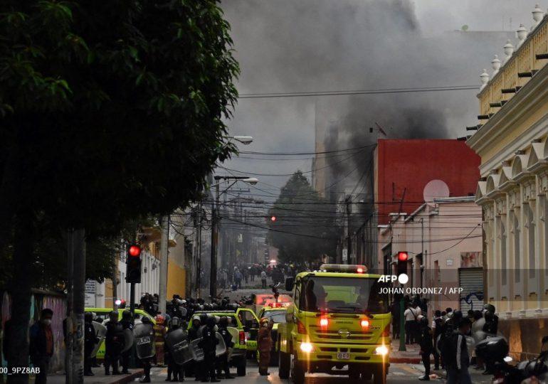 Exsoldados guatemaltecos irrumpen en Congreso para exigir indemnización