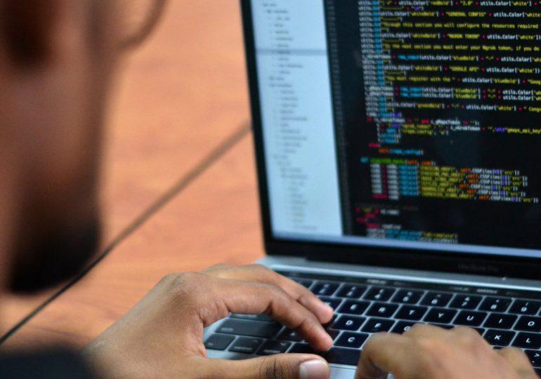 Detuvieron a un estudiante de 22 años por el ataque hacker a los hospitales de París