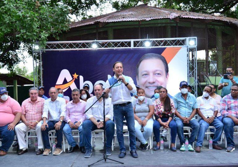Abel Martínez critica gobierno de Abinader durante recorrido en Barahona