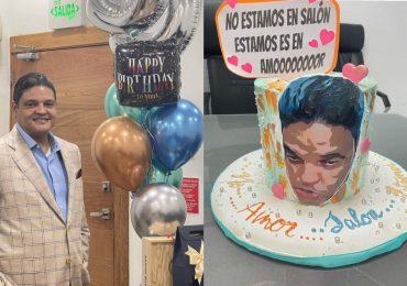 """Director del COE cumple 55 años de vida y lo celebra con un pastel que lo identifica """"estamos es en amoooor"""""""