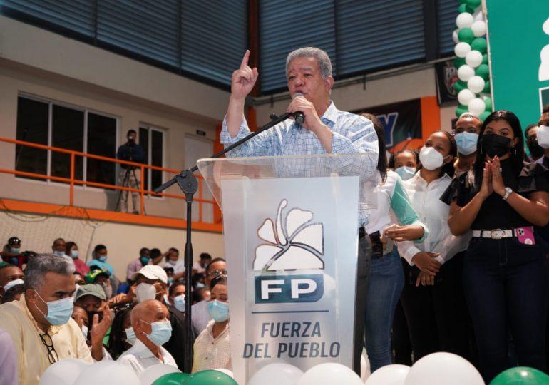 Leonel Fernández juramenta 2,924 nuevos miembros en la Fuerza del Pueblo