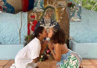 Jóvenes se besan en santuario de la virgen imitando a Tokischa