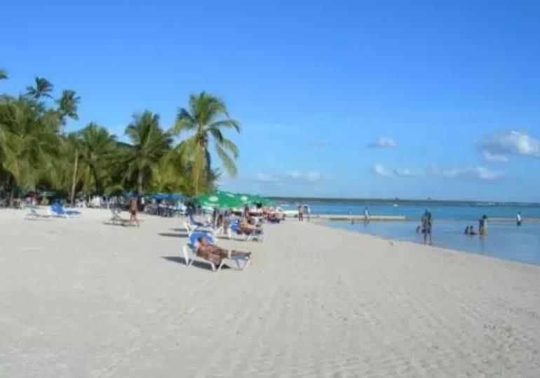 INAPA muestra resultados que evidencian que Playa Boca Chica está dentro de los límites aceptables