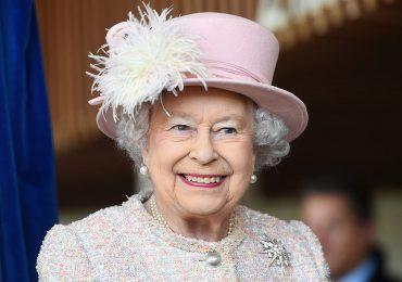 Joven de espíritu, reina Isabel II rechaza un premio para personas ancianas