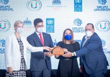 Ministerio de la Mujer y PNUD entregan a Grupo Universal Sello Oro por la Igualdad de Género
