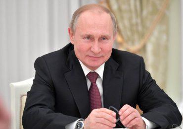 Putin envía a los rusos de vacaciones y los exhorta a vacunarse