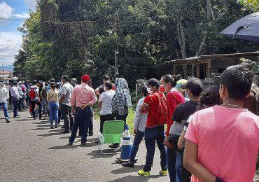 Nicaragüenses cruzan la frontera con Honduras para vacunarse contra covid-19