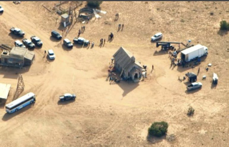 Una mujer muere en un tiroteo durante el rodaje de un western con Alec Baldwin