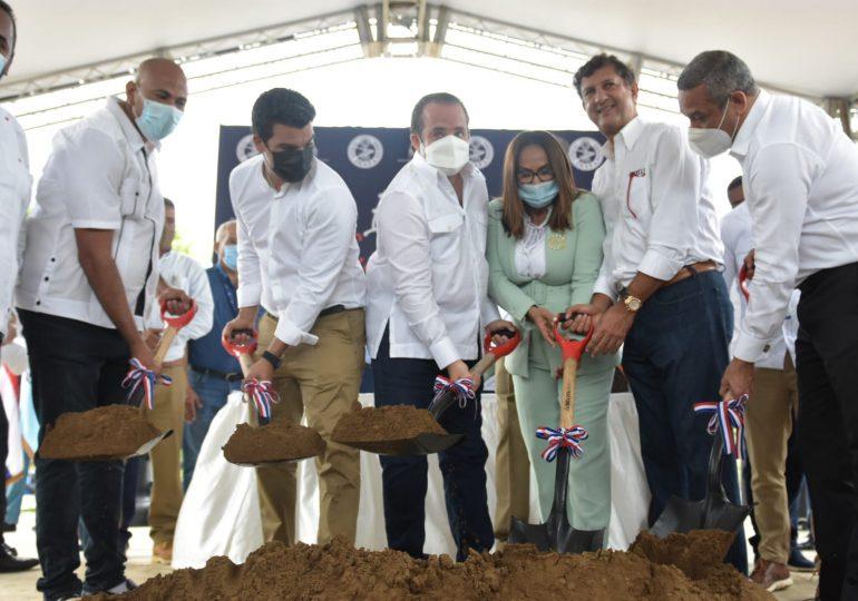Autoridades dan primer palazo para rehabilitar planta de tratamiento en Castillo
