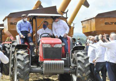 Gobierno otorga pensiones especiales a 171 profesionales agropecuarios por Día del Agrónomo