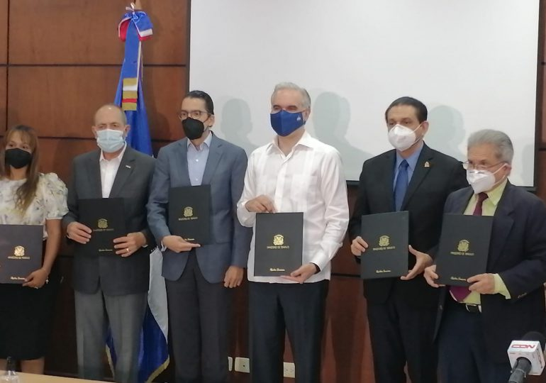 VIDEO   CMD y ARS firman acuerdo con el Gobierno de ampliar servicios de salud