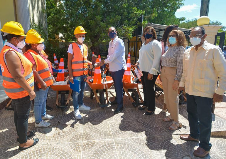 MOPC lleva a Pedernales Programa de Acción Vial Peón Caminero