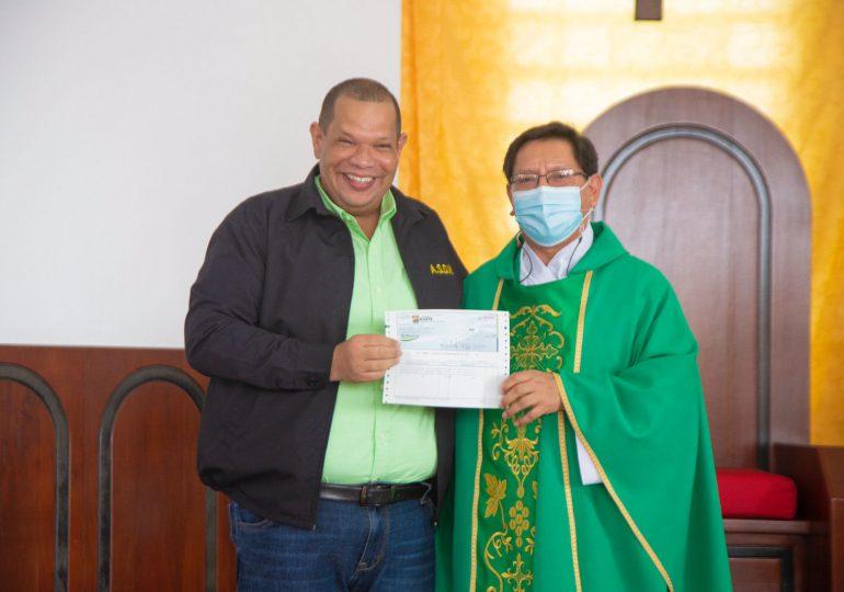 Alcaldía Santo Domingo Norte aporta RD$500 mil para remodelación de iglesia en Guaricanos
