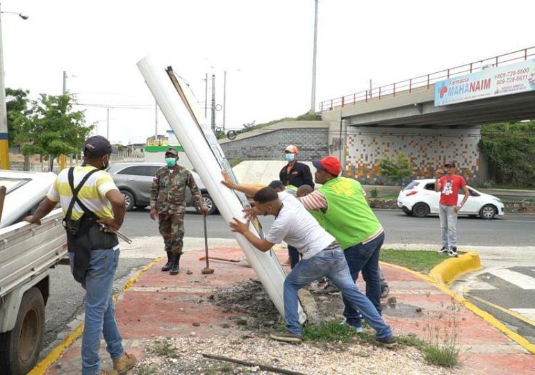 Ayuntamiento elimina vallas ilegales en distintas calles y avenidas de Santo Domingo Este
