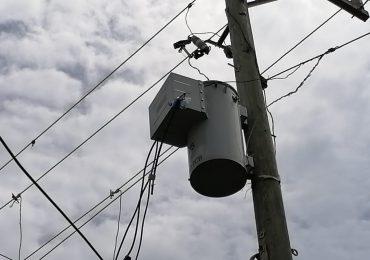 VIDEO | Comunitarios en calle Cambronal DN denuncian que duran 30 horas sin energía eléctrica
