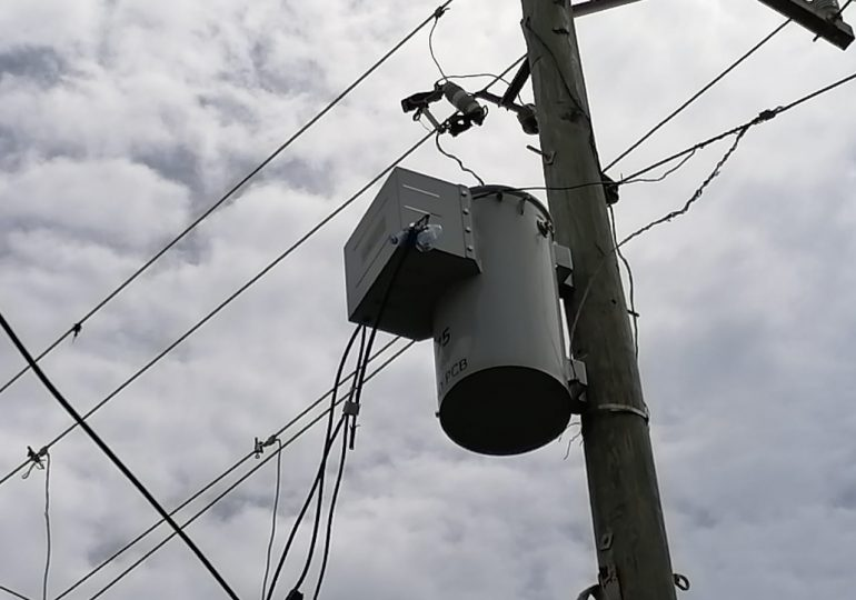 VIDEO   Comunitarios en calle Cambronal DN denuncian que duran 30 horas sin energía eléctrica