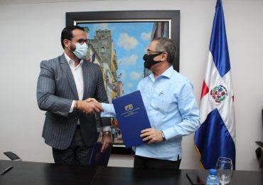 Pasaportes e INAGUJA firman acuerdo para confección de uniformes