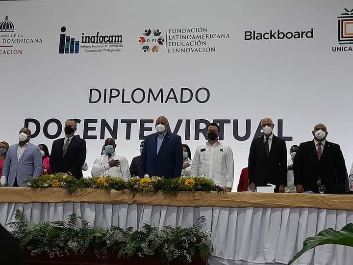 """Gradúan más de mil maestros de """"Diplomado Virtual """" en Monte Plata"""