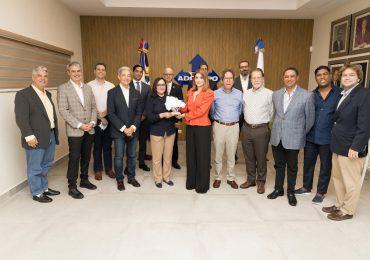 ADOEXPO reconoce saliente vicepresidenta ejecutiva Odile Miniño Bogaert