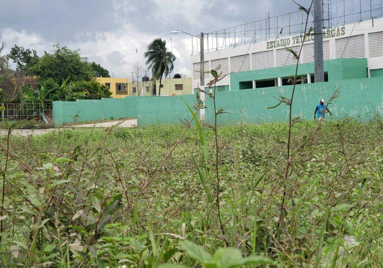 VIDEO | Denuncian MOPC incumplió con arreglo del entorno Estadio Tetelo Vargas de SPM