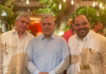 Defensor del Pueblo, Pablo Ulloa, comparte con el presidente de Colombia