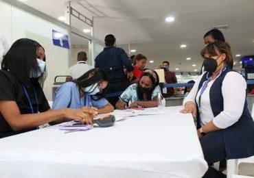 Pasaportes instala puesto de vacunación para usuarios que no se han inoculado sin perder su cita