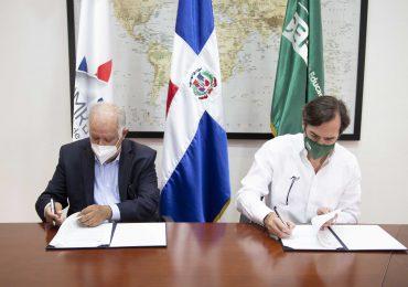 Instituto Nacional de Migración firma alianza con el CEF.– Santo Domingo