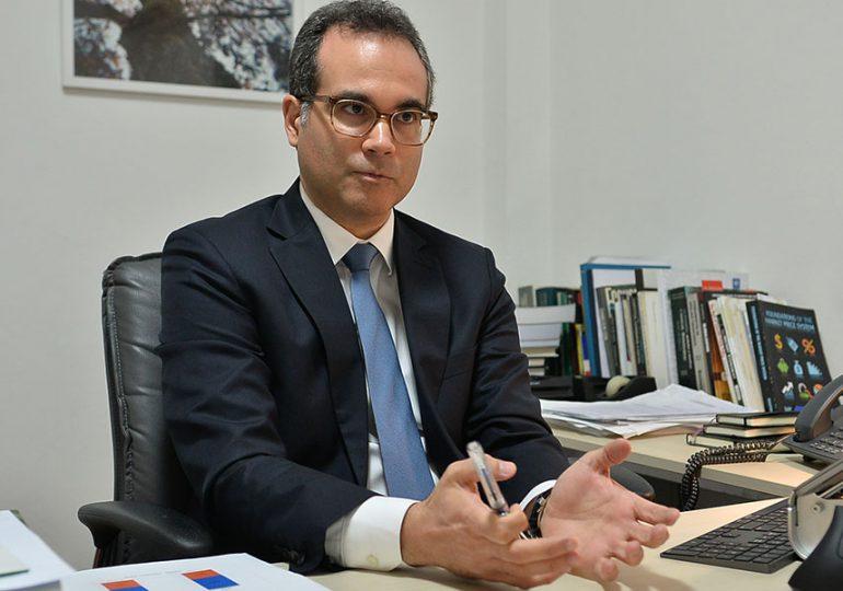 Economista Miguel Collado dice es necesaria reestructuración del Estado en relación al gasto público