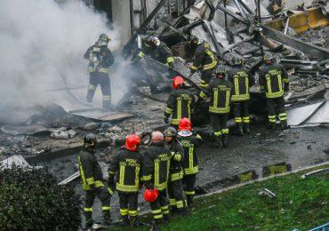 Fallecen ocho personas al estrellarse avión contra edificio cerca Milán