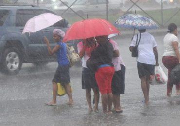 Onamet advierte onda tropical y vaguada provocarán hoy aguaceros y tronadas