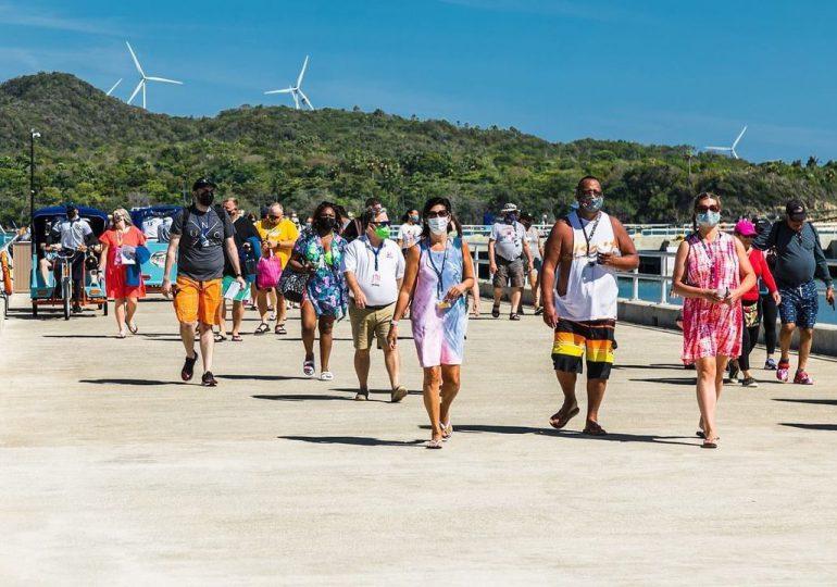 Turistas podrán visitar RD sin presentar trajera de vacunación