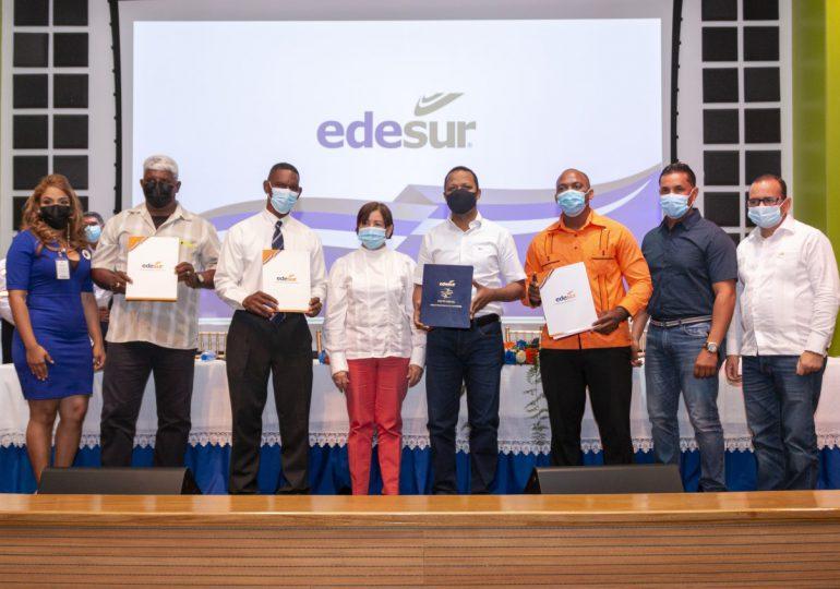 Edesur firma pacto de corresponsabilidad social con comunidades de Baní